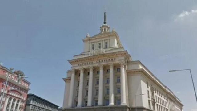 Нинова отново поиска Борисов в парламента, Дариткова я прати на психолог