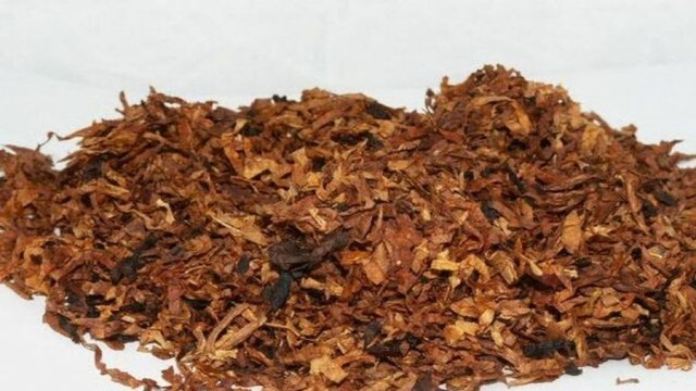 Плик с контрабанден тютюн намериха полицаи в тревата на кооперативния пазар