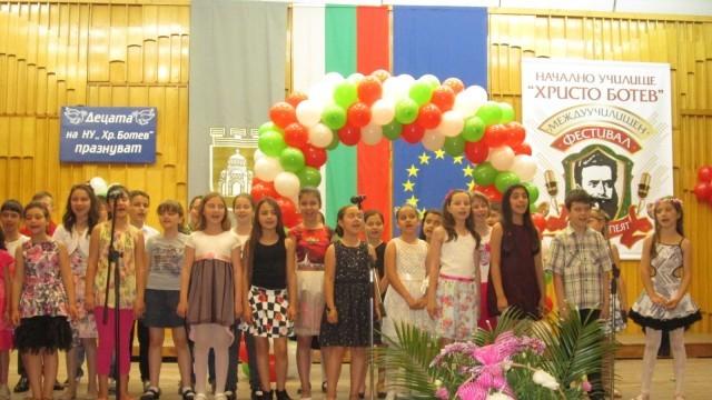 """Плевен: Ученици от пет училища на сцената на """"Ботевци пеят"""""""