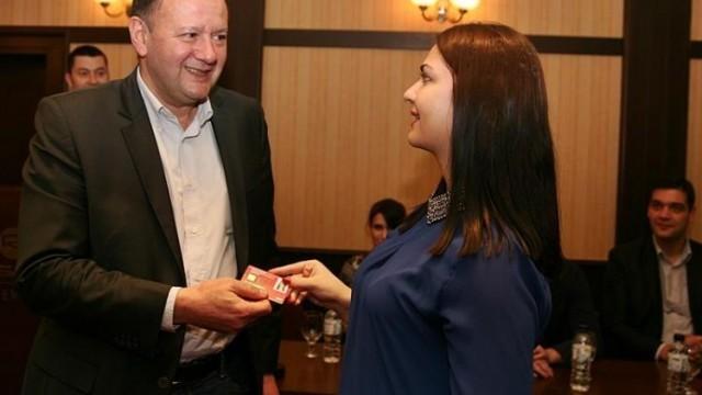 Лидерът на БСП връчи в Плевен електронни членски карти на млади социалисти