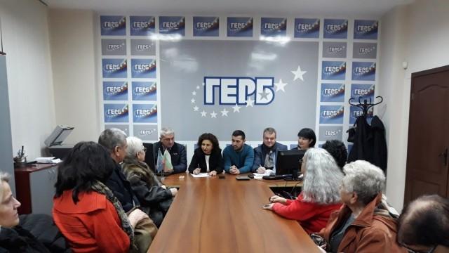 Плевенчани поискаха повече пари за ремонт на улици в приемния ден на съветниците от ГЕРБ