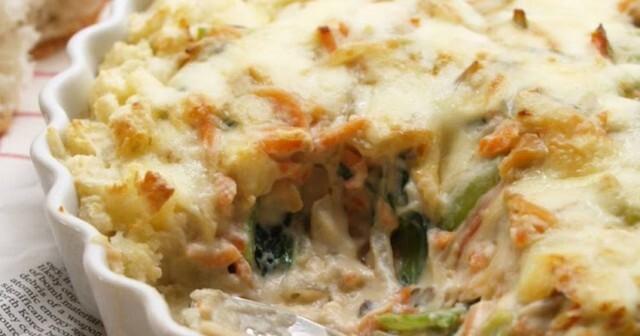 Пресни картофи с гъби и топено сирене