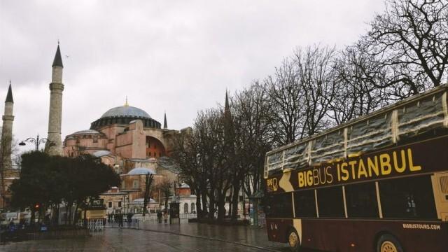 Турция затяга мерките – частична забрана за излизане през уикендите, времеви ограничения за млади и възрастни