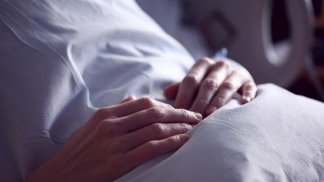 Програма помага на безработни да се грижат за възрастни и болни
