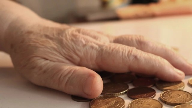 НОИ ще изплаща коледните бонуси към пенсиите от 9 декември