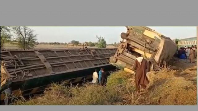 Най-малко 30 жертви при сблъсък на два експреса в Пакистан (ВИДЕО)