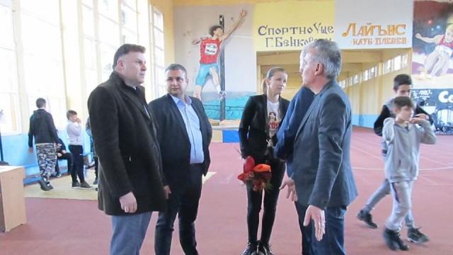Тереза Маринова откри обновена зала по лека атлетика в Спортното училище в родния си Плевен