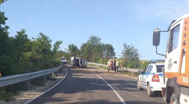 Кола се обърна на пътя между Басарбово и Иваново