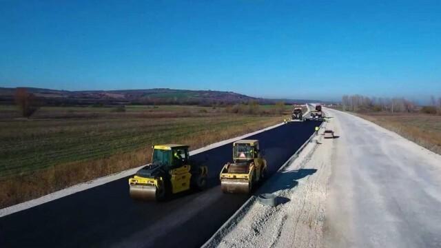 """Започна полагането на първите асфалтови пластове по трасето между Боаза и п. в. """"Дерманци"""" на АМ """"Хемус"""""""