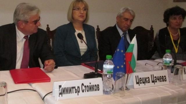 Цецка Цачева: Общинските предприятия и дружества са визитката на местната власт