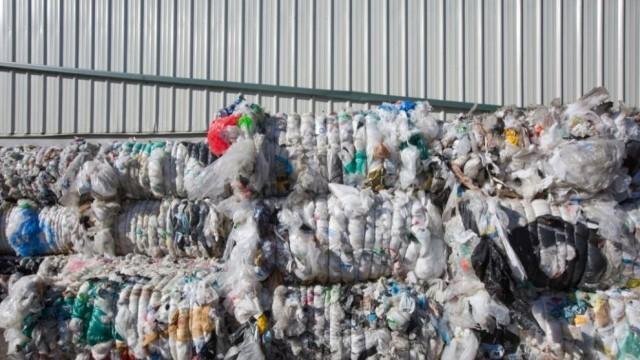 Разследват италиански боклук и на бургаското пристанище