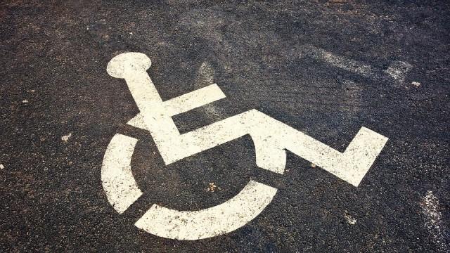 Одрусаха с 200 лева шофьор, паркирал на място за хора с увреждания