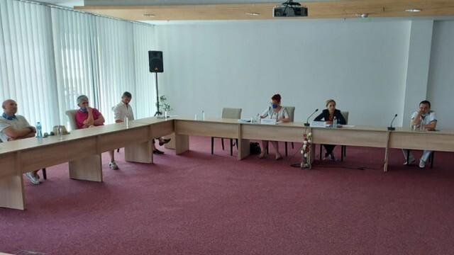 Спешна среща на министър Николова с германски туроператори, вижте какво каза