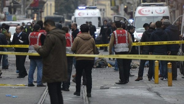 29 убити и 166 ранени при двоен бомбен атентат в Истанбул