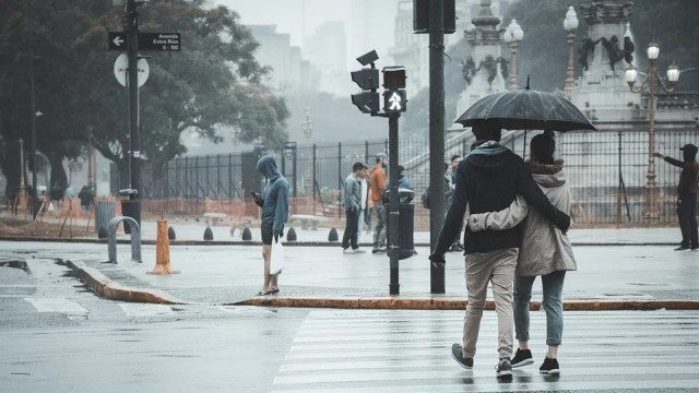 Съботният ден се очертава дъждовен и облачен