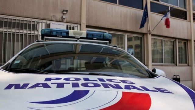 Мъж уби с нож двама и рани седем пред хлебарница във Франция