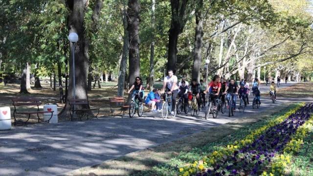 Десетки русенци караха велосипед с кандидата на ГЕРБ за кмет на Русе Диана Иванова