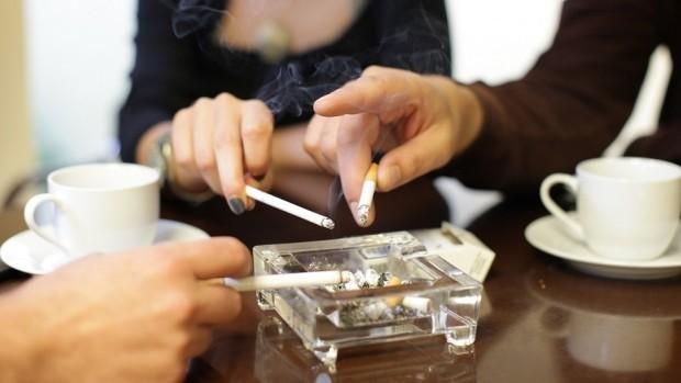 Пушачи отнесоха пет акта заради пушене в закрити обществени места