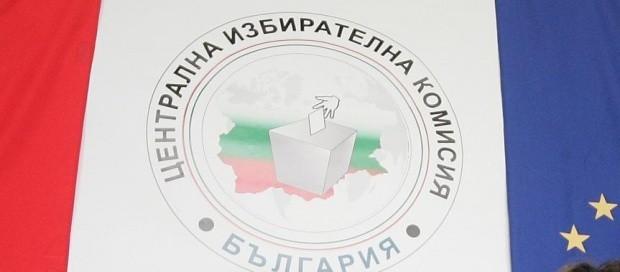 Към 13 часа: 27,65% гласували за изборите, 14,79 на сто - за референдума