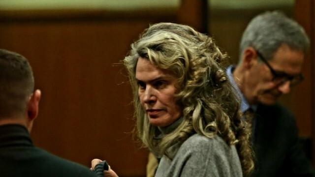 Жената на Васил Божков излиза от ареста