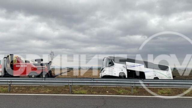 Автобус катастрофира в канавка, шофьорът - дрогиран
