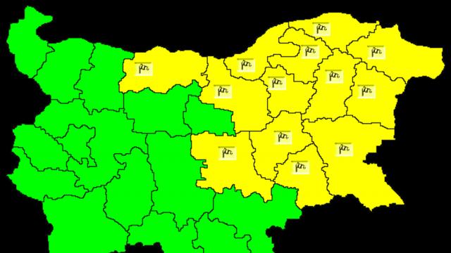 Жълт код за силен вятър в 13 области, максималните температури стигат до 35 градуса