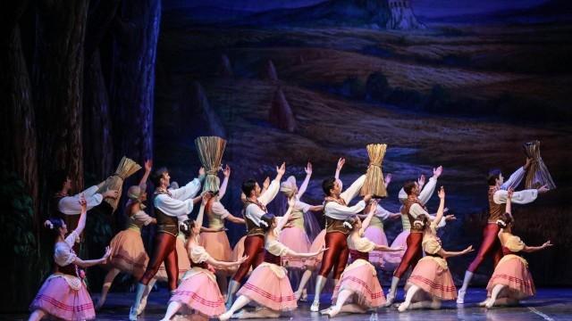 Насладете се на балетния спектакъл