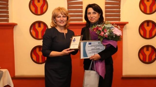 Диана Иванова с награда за най-добър ръководител на училище, обучаващо възрастни