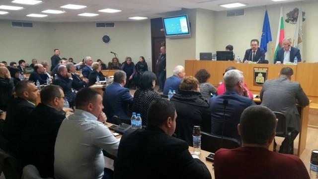 """Общинският съвет в Плевен измени решение за кредит за ремонти на пл. """"Свобода"""" и Автогарата"""