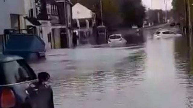 Първа жертва от наводненията в Шефийлд /ВИДЕО/