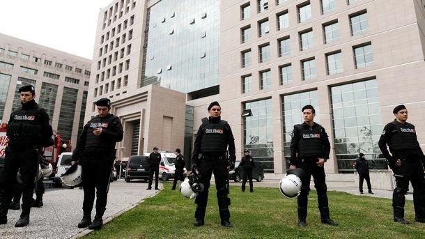 Истанбул: Крайнолява турска групировка взе прокурор за заложник