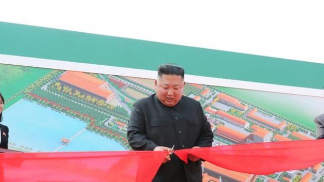 """Ким Чен-ун се появи, приветстваха го с """"Ура!"""""""