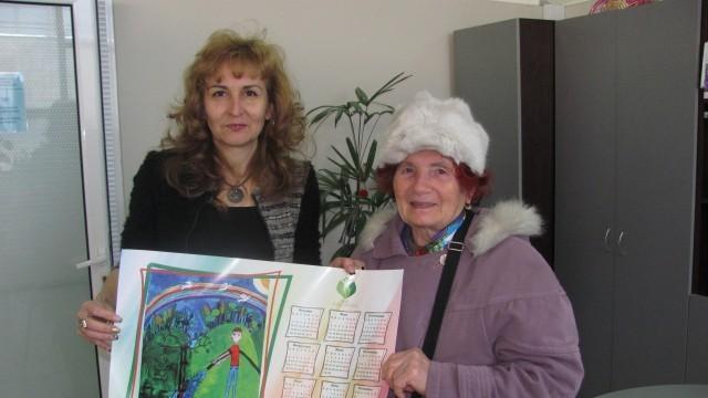 Първият клиент на данъчното в Плевен - с подарък