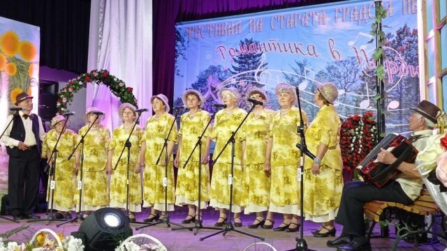 Достойно представяне на две читалища от Ловешка община на Фестивал на старата градска песен