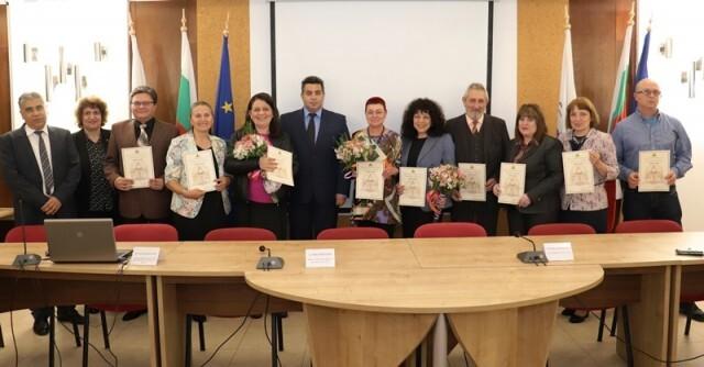 11 педагози в Русенско получиха отличието