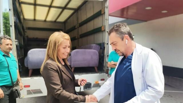 Лекарите в плевенска болница получиха признателност за всеотдайната си работа от местна компания