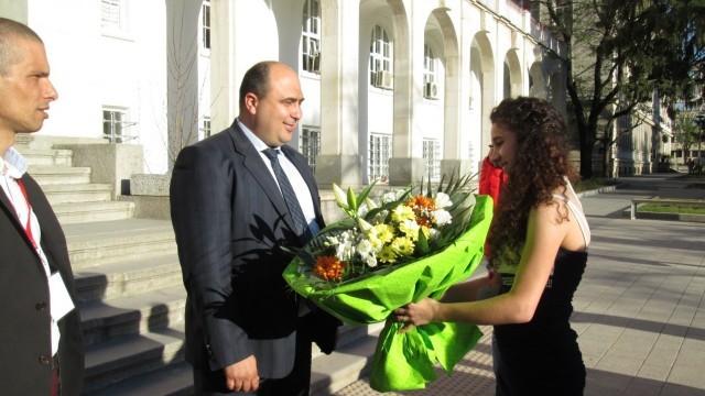 Плевен: Депутат помага на самотна майка с три деца
