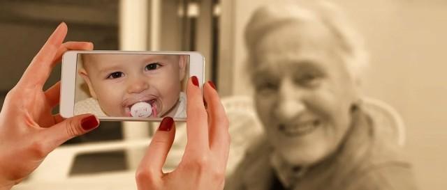 Знаете ли защо изглеждаме по-млади от родителите си, когато са били на нашата възраст?