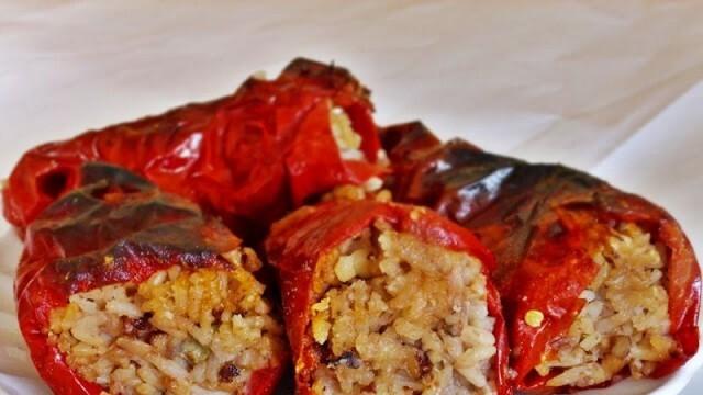 Пълнени чушки със стафиди и ориз