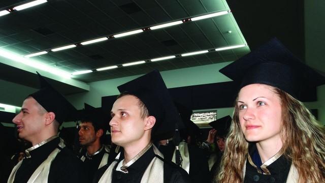 Плевен:131 бакалаври и магистри на Медицинския университет получиха дипломите си