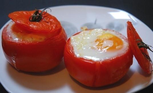 Пълнени домати с бекон, майонеза и сирене