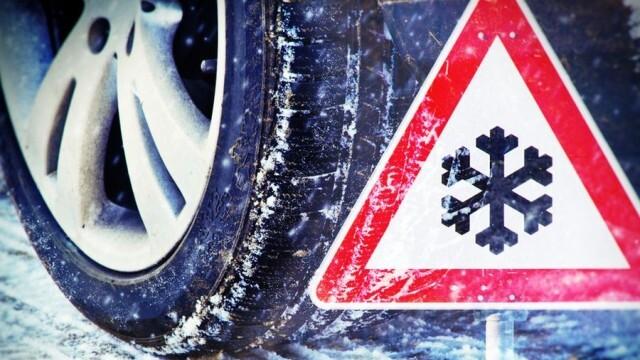 Временно е ограничено движението през Троянския проход поради снеговалеж
