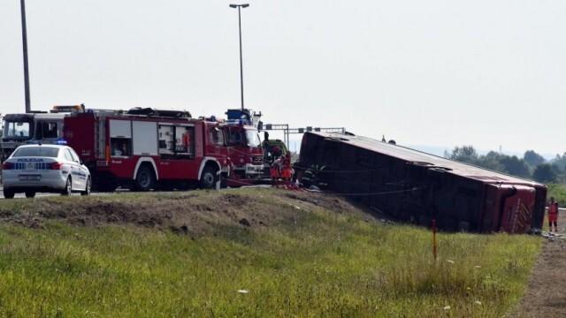 Най-малко 10 жертви и 30 ранени при катастрофа с автобус в Хърватия
