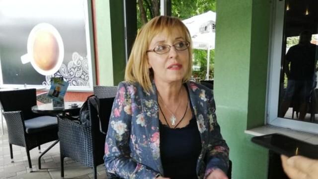 Автоинструктори и таксиметрови шофьори поканиха Мая Манолова в Плевен, поискаха от нея помощ за проблемите си
