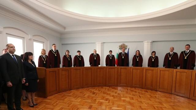 Единодушно Конституционният съд допусна за разглеждане делото по искане на Румен Радев срещу Закона за здравето