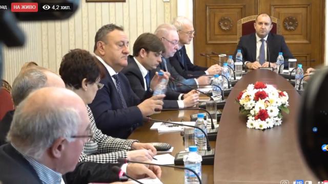 Работодателите при президента Радев: Администрацията да поеме същата тежест като бизнеса - да се съкращава