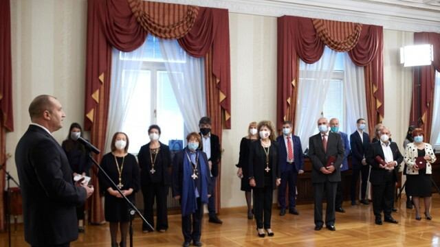 Президентът Радев връчи ордени на изтъкнати дейци на културата