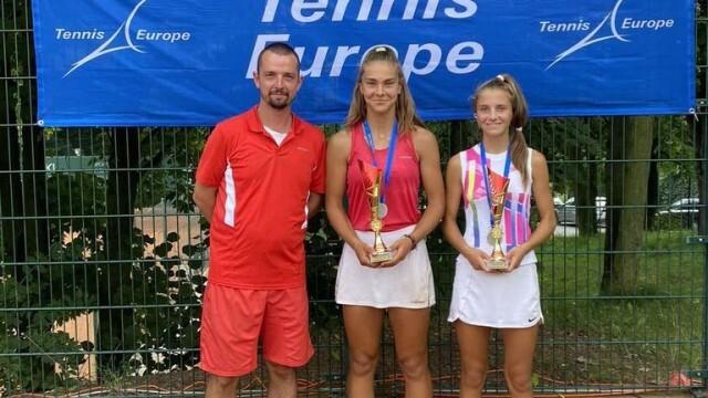 Плевенчанките Йоана Константинова и Росица Денчева са европейски вицешампионки по тенис до 14 г.