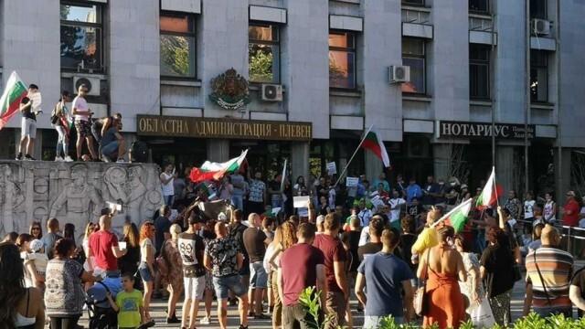 Протести срещу правителството започнаха и в Плевен