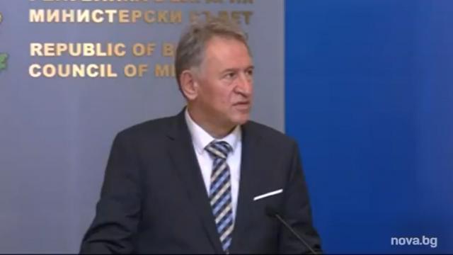 Стойчо Кацаров: Мерките не принуждават хората да се ваксинират, антигенните тестове влизат в зеления сертификат